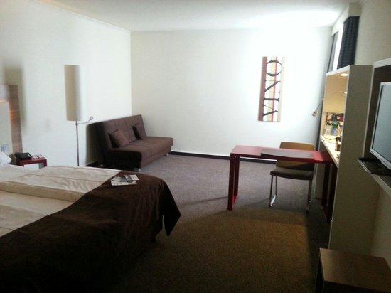 Mercure Hotel Stuttgart Airport Messe: Zimmer 227. Sieht leider etwas trostlos aus.
