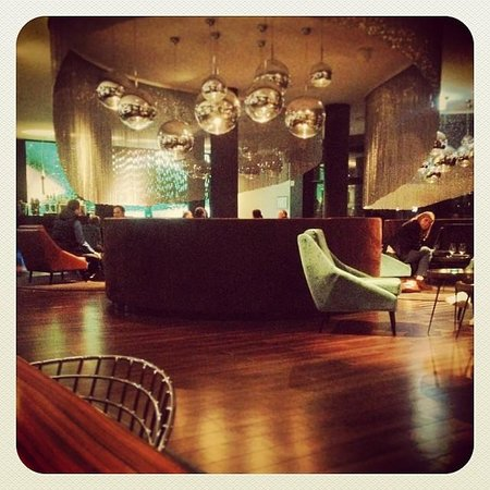 Motel One Frankfurt-Messe: Lobby bar
