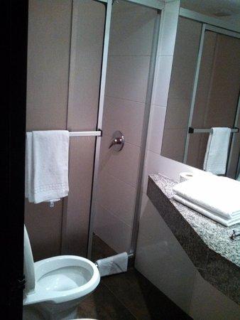 Sur Hotel: Banheiro