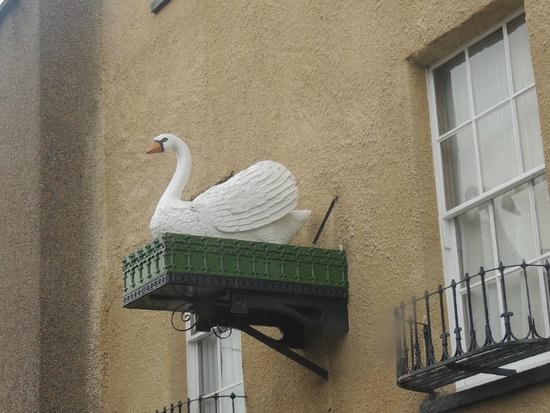 Best Western Plus Swan Hotel : Iconic sign for the Swan Hotel in Wells