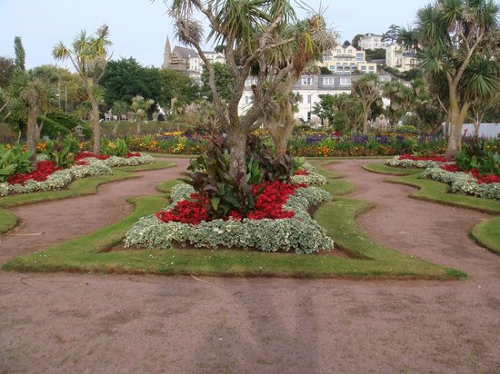 The Baytree Hotel: Torquay gardens near the seafront