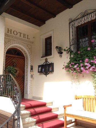 Hotel Bergschlössl: Entry
