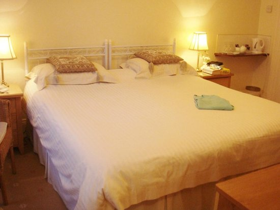 The Baytree Hotel: Really big bed, room No 7