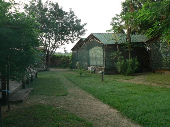 """Bedouin Hotel - Juba: the """"shed""""rooms and the gardens"""