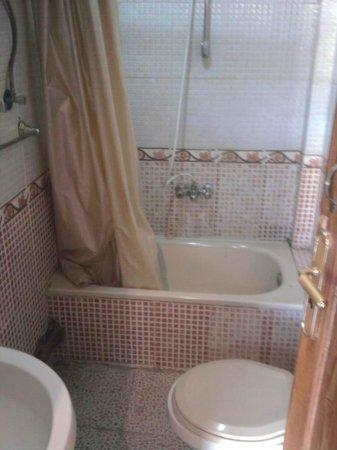 Sphinx Guest House: Bathroom