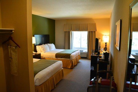 The Holiday Inn Express & Suites Marathon: Room