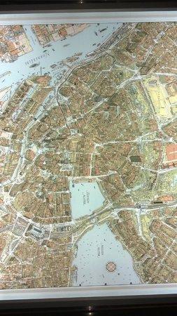 Lindner Hotel Am Michel: mapa a a la entrada, muy interesante