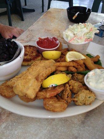 Waterside Grill: Fried seafood platter