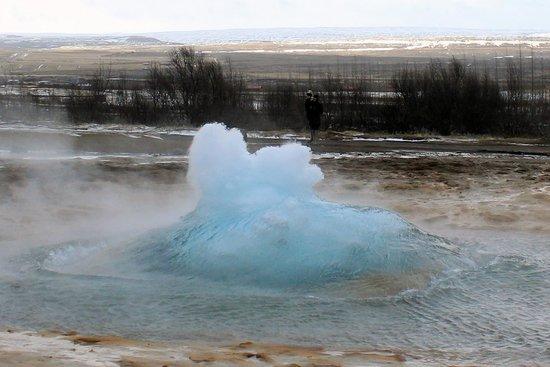 Geysir, Islande : Strokkur just about to erupt