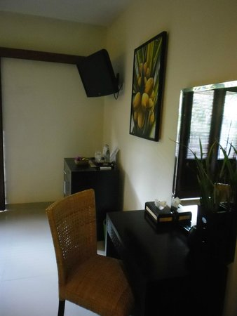 Respati Beach Hotel: Zimmer