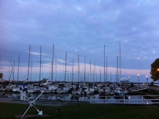 Cobourg Beach: Endless,gorgeous sky...