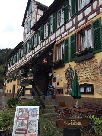 Hotel Gasthof zum Weyßen Rößle zu Schiltach : Outside the hotel