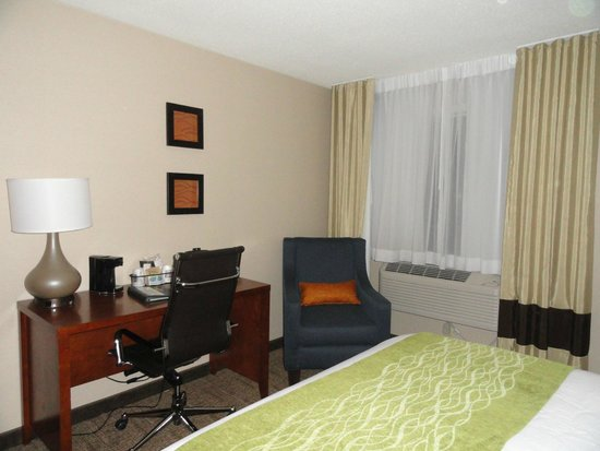 Comfort Inn & Suites : A room made for comfort and/or business.
