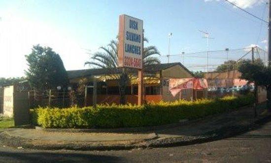 Araraquara: Silvano Lanches (16) 3324-5647