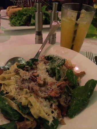 Brian's Pourhouse: Mushroom Pasta