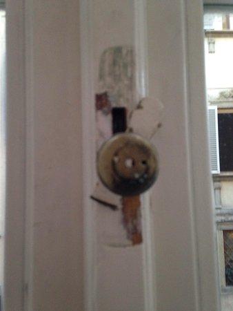 Hotel California Florence : Maniglia finestra