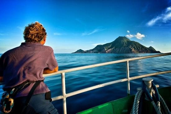 Fort Bay, Saba: Approaching Saba on the Dawn II ferry