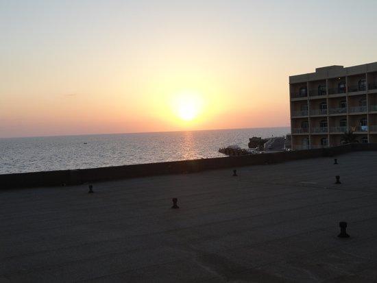 Paradise Bay Resort Hotel : sunset from balcony