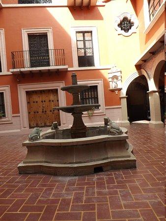 Hotel San Diego: courtyard