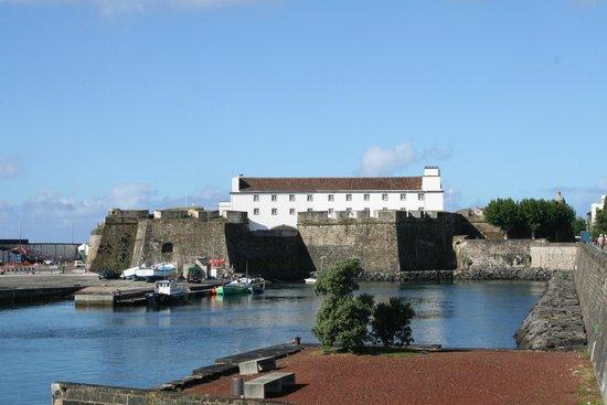 Forte de S. Bras: Vista do Forte (alçado nascente)
