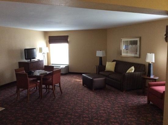 Hampton Inn Carlisle: Living Room is huge!