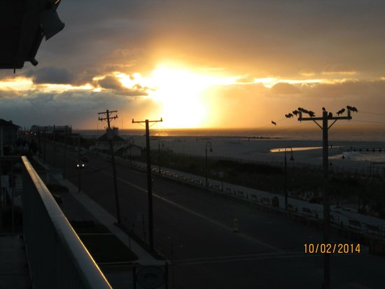 Sea Crest Motor Inn: Sunrise is always this beautiful