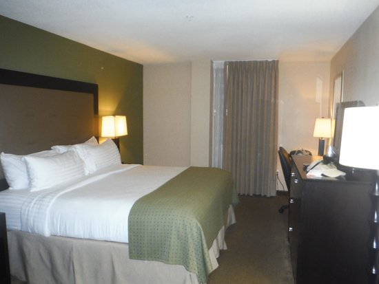 Holiday Inn Metairie New Orleans Airport: Room looking in