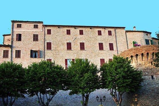 Relais del Borgo Hotel & SPA : Esterno facciata lato San Vicino