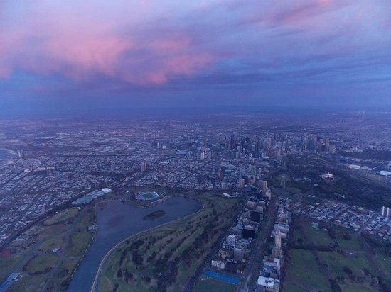 Global Ballooning - Melbourne and Yarra Valley: Heading over Albert Park