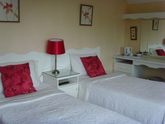 Carrabawn Guesthouse: Twin room (lovely!)