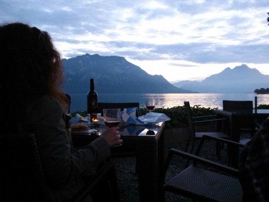 Post Hotel Weggis: Having picnic dinner out front of POHO.