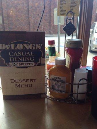 DeLongs Casual DIning : Cute Restaurant!!