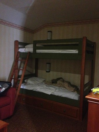 Best Western Plus Raffles Inn & Suites: Bunk beds