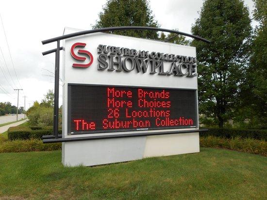 Suburban Collection Showplace: Grand entrance