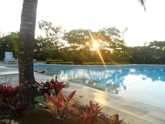 Bon Bini Pousada: atardecer desde la piscina