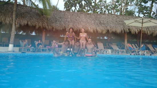 Pacifica Resort Ixtapa : La Family