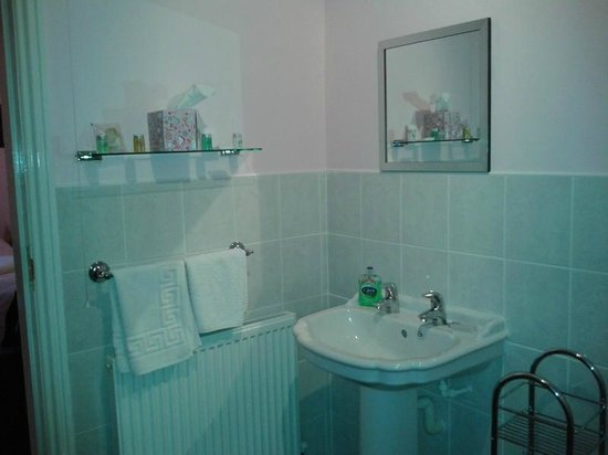 Inver Park House: Plenty of Towels and toiletries