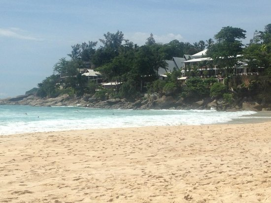 Mom Tri's Villa Royale: Looking at the hotel from Kata Noi Beach