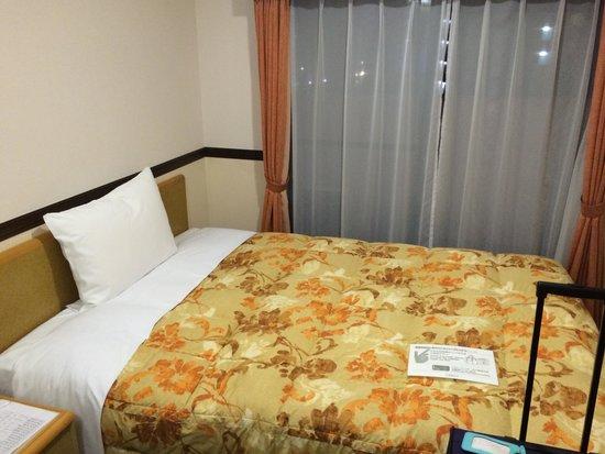 Toyoko Inn Asakusa Senzoku Tsukuba Express: Bedroom