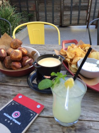 Culinary Dropout At Hard Rock Hotel : Must get the pretzel & fondue