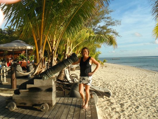 Magic Reef Bungalows: Canon on the beach