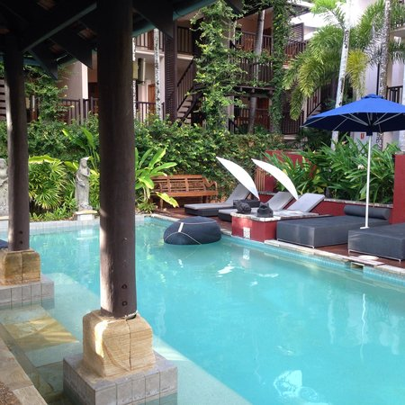 Hibiscus Resort & Spa: Poolside