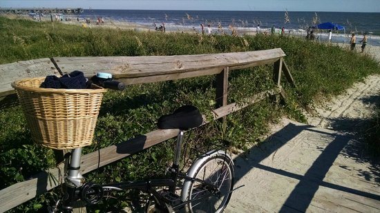 The Palms Oceanfront Hotel: Biking on Isle of Palms Beach at Palms Oceanfront Hotel