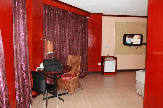 Dulcinea Hotel and Suites : Номер действительно большой...