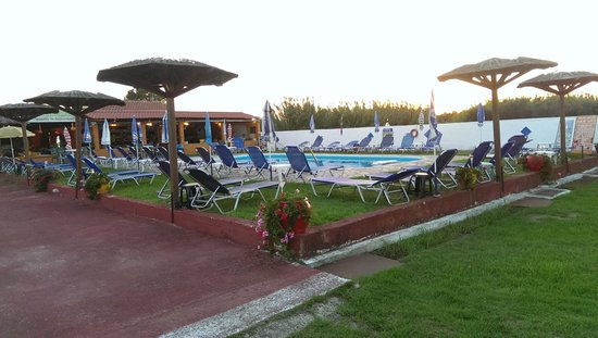Star Studios: Pool and Bar area