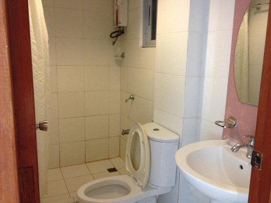 Gran Prix Boracay Hideaway: Bathroom