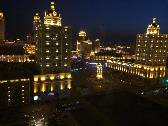 Shangri-La Hotel Manzhouli: Night view from 13th floor