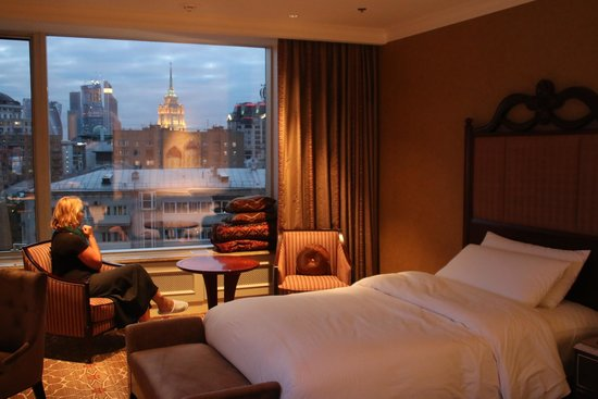 Lotte Hotel Moscow: vue somptueuse à travers l'immense baie vitrée