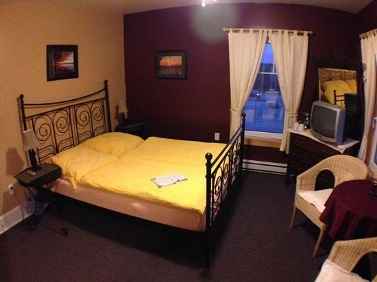A. MacDonald Country Inn: Our room