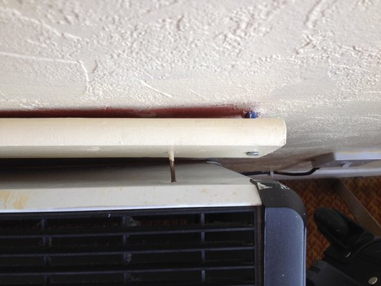 Midland : Heater hanging off wall